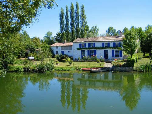 Lovely waters of the Marais Poitevin