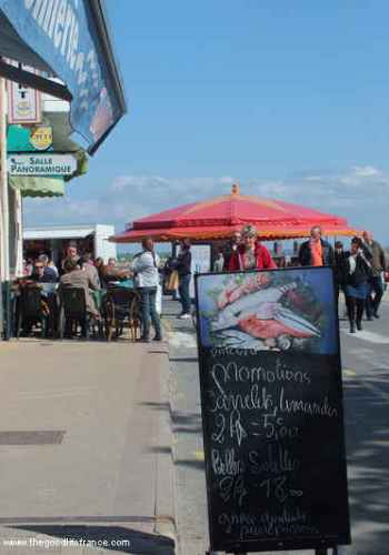 Restaurants round the harbour at Le Crotoy