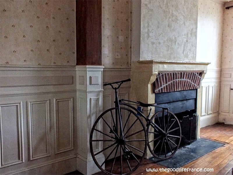 Renoir home and bike