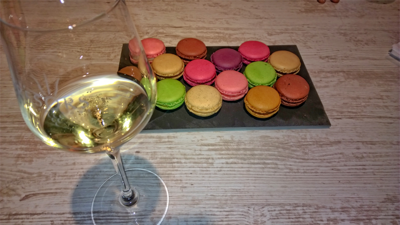 Champagne and macarons - an irresistible combination