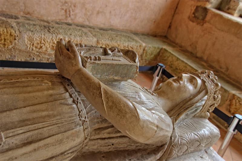 Effigie en pierre de Bérengère, épouse de Richard Cœur de Lion dans une abbaye du Mans, France