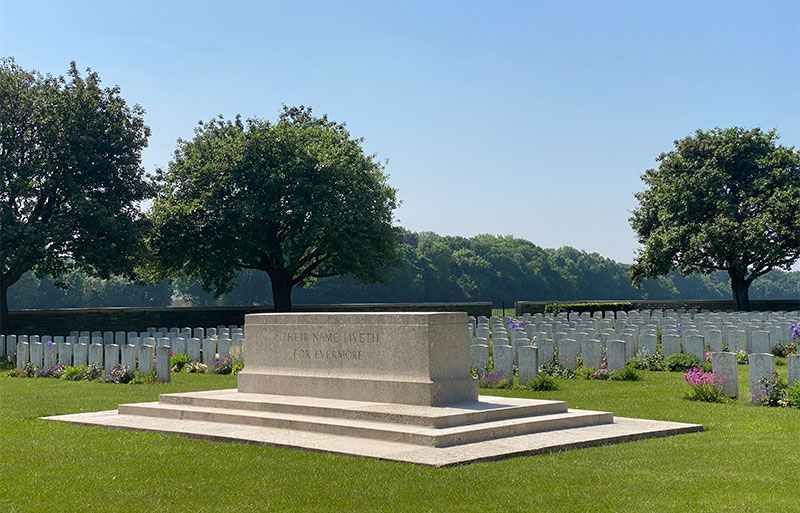Commonwealth cemetery at Puiseaux in the Somme