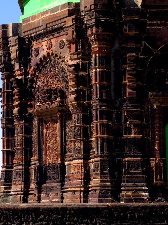 Gujarat_LakhpatFort_Tomb - The colours of Kutch