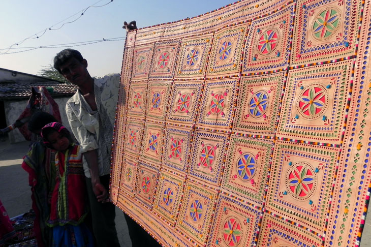 Gujarat_Nakhatrana_LeatherWallHanging - The colours of Kutch