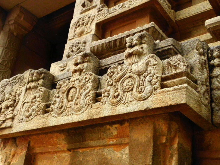 Hampi_VishnuTemple_Lions - Magical sights of Hampi
