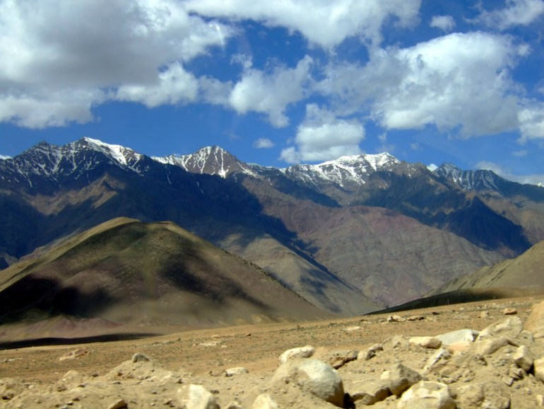 Leh - Roadside mountains