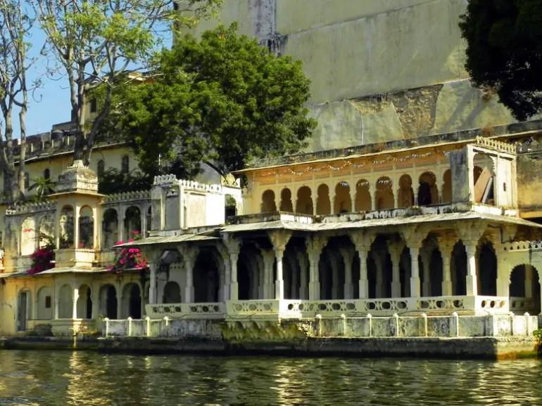 Udaipur - City palace on the lake