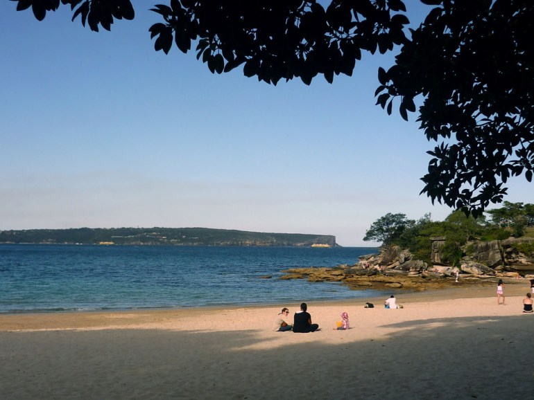 An evening at peaceful Balmoral beach, next to Rocky Point