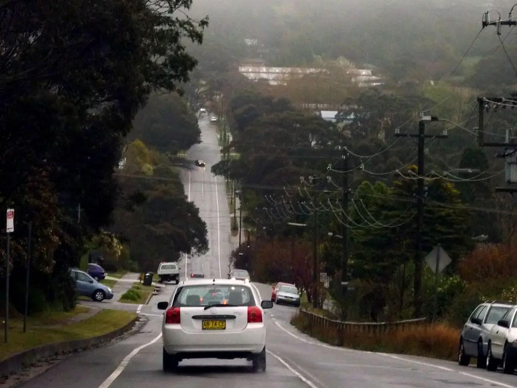 Sydney - Blue mountains - Car on hill