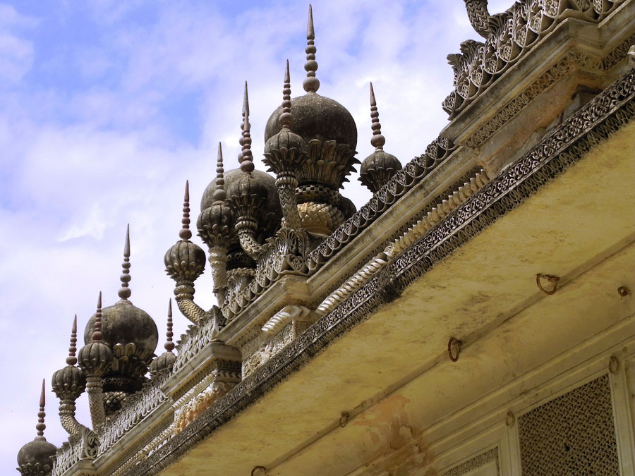 Paigah Tombs - Walkway minarets