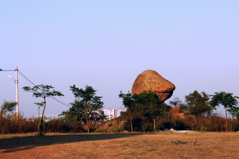Fakhruddingutta - Looking back towards the road