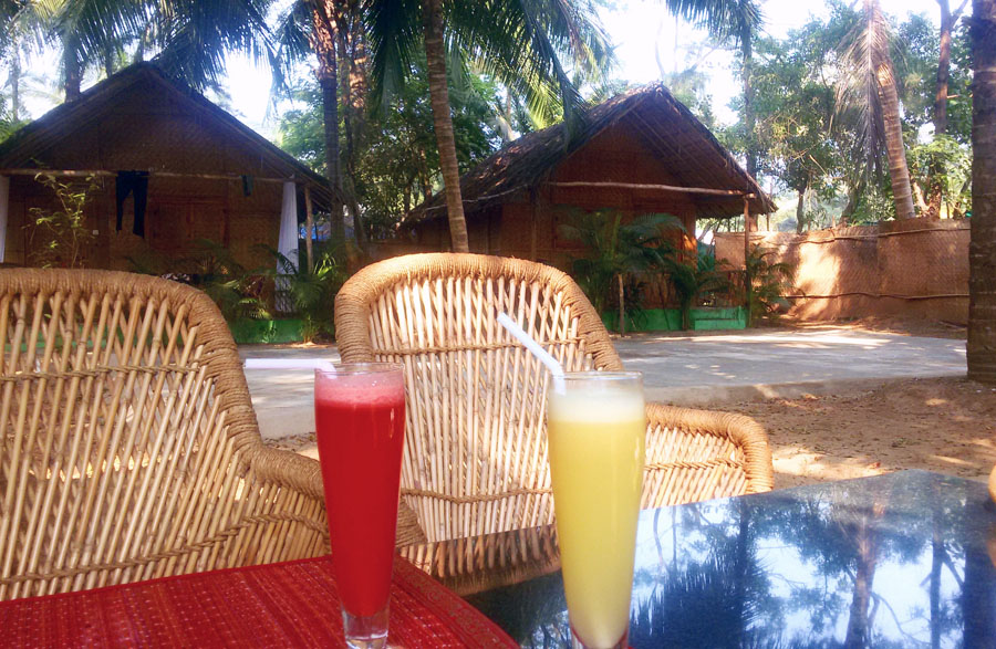 Agonda - eating and acco - juice at Tutti - perfect base for a Goa trip