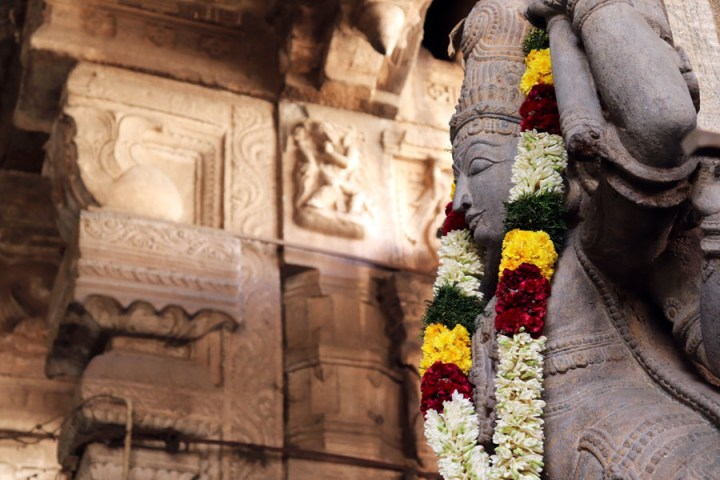 Madurai - Pudumandapa garlanded statue - Temples of Madurai and Thanjavur