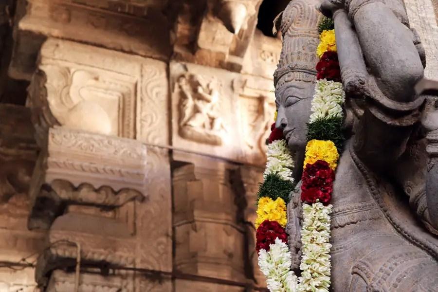 Madurai - Pudumandapa garlanded statue - Temples of Madurai and Thanjavur