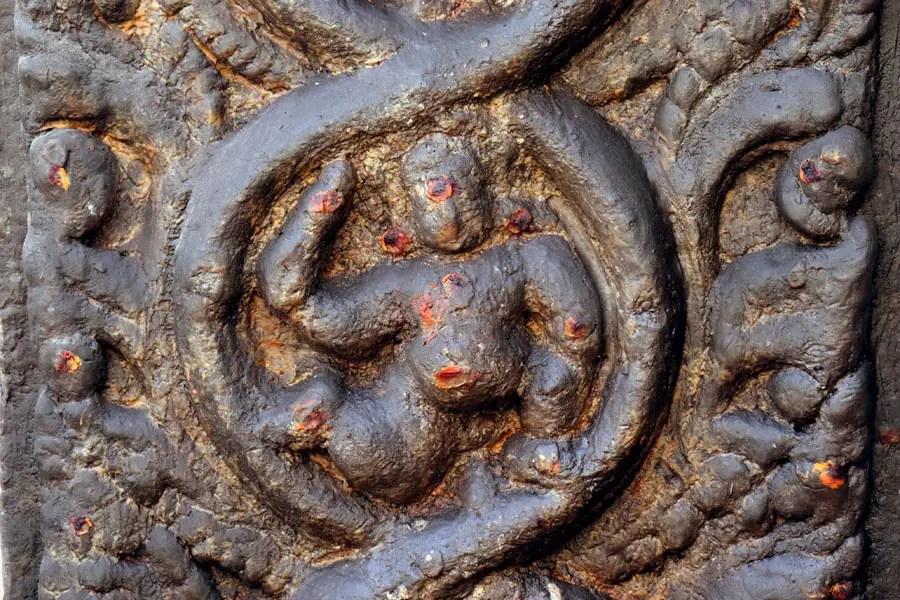 Madurai - Smooth pillar figure - Temples of Madurai and Thanjavur