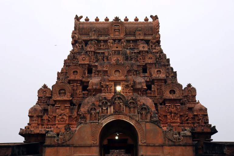 Thanjavur - First view of outer gopuram - Temples of Madurai and Thanjavur