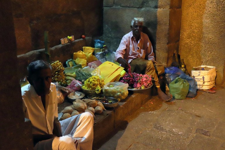 Thanjavur - Flower sellers - Temples of Madurai and Thanjavur