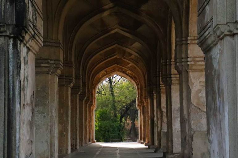 arched gallery at qutb shahi tombs
