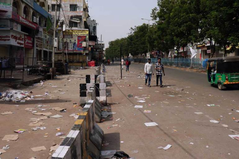 The littered main road approaching Char Kaman and the Charminar