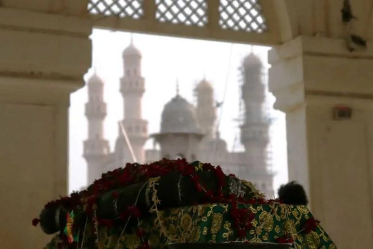 Grave and Charminar, Mecca Masjid