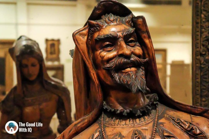 Statue of Mephistopheles and Margaretta - Things to do on the weekend in Hyderabad: The chaotic but interesting Salar Jung Museum