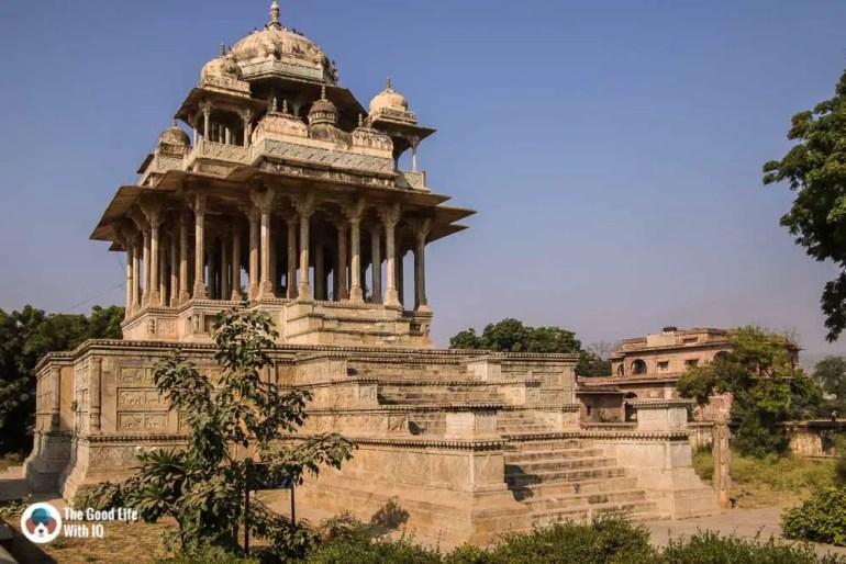 84 pillar cenotaph, Bundi