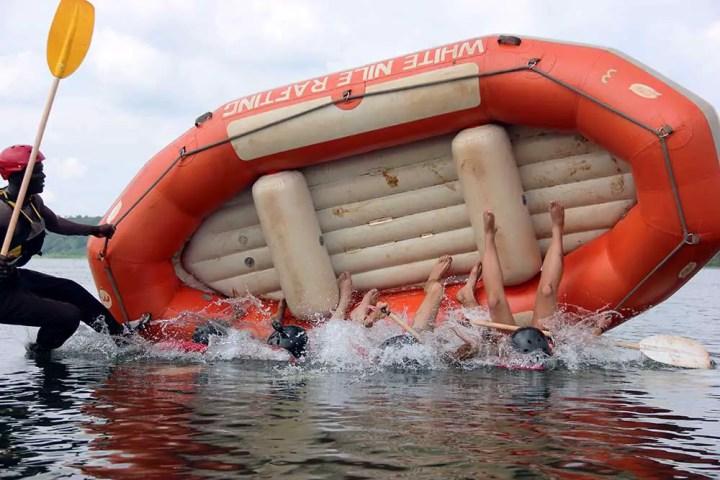 Raft capsize training - Jinja