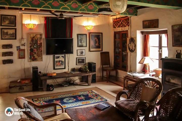 Mirage homestay living room in Andreta