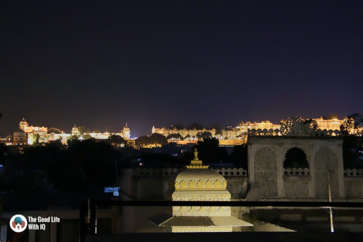 Night view of Udaipur city palace