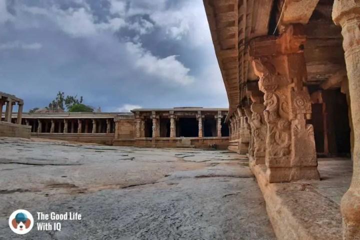Western gallery - Lepakshi temple