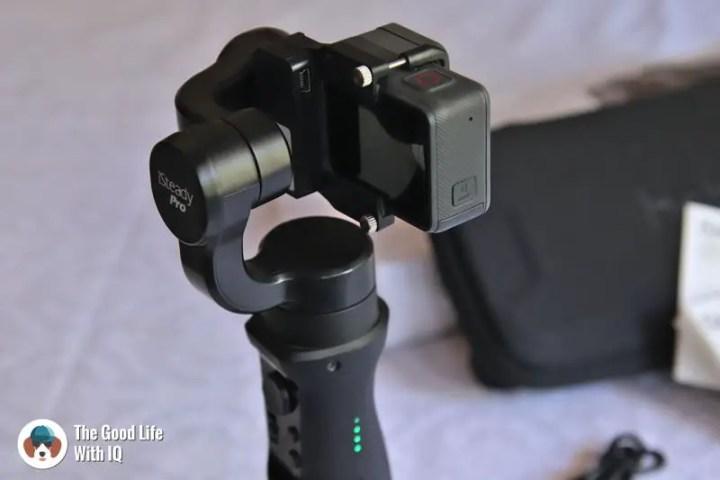 Live charging USB port and battery level indicator lights