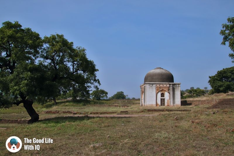 Small tomb  - weekend motorbike ride to bidar