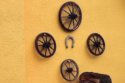 Where place horseshoe for prosperity