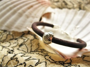 Camino bracelet with scallop shell