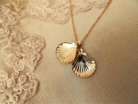 Scallop shell necklace - gold