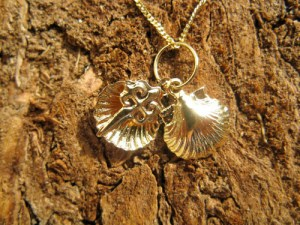 Gold jewellery - shell necklace