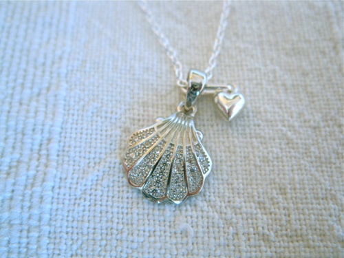 Shell necklace with heart
