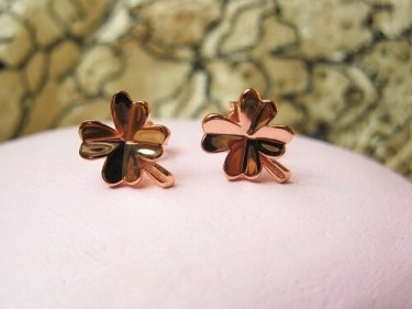Clover earrings for protection and safekeeping