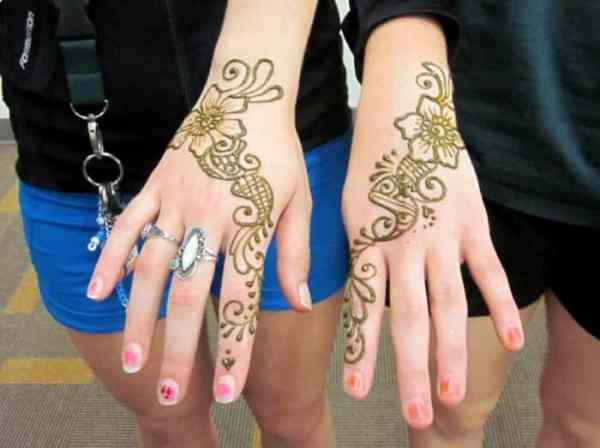 Motif Henna Warna Kuning