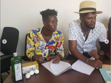 Ogidi Brown Signs New Artiste And Forces Him To Swear An Oath With A Bottle Of Schnapp & 3 Eggs?