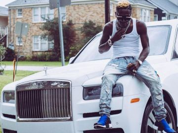 Shatta Wale Couldn't Last For A Month Offline As He's Back On Instagram Flaunting A 'Borrowed' Rolls Royce