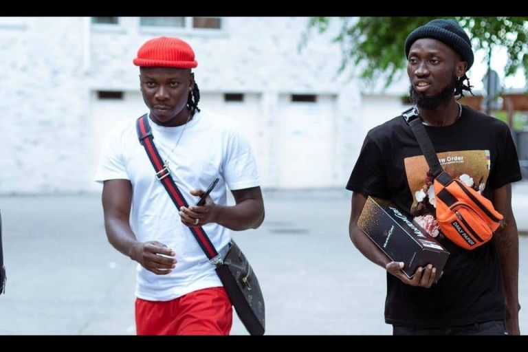'Stonebwoy Flew His Entire Team To France Out Of Pressure, They've Nothing Doing There' - IG User Mocks Stonebwoy