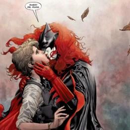 Batwoman Lesbian Kiss