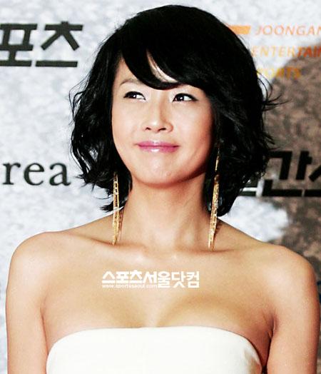 Choi Jin-sil holding back tears