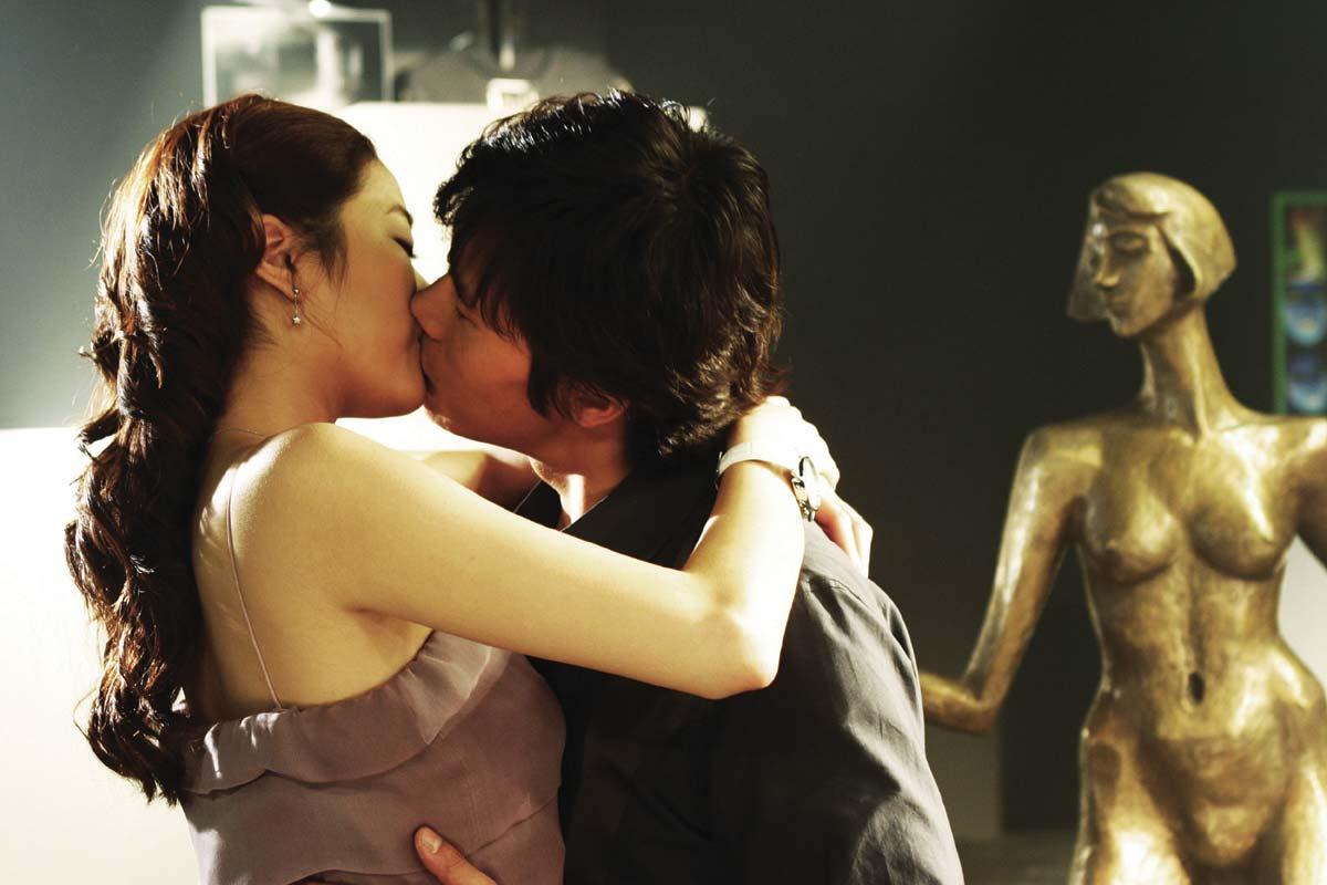 Everybody Has Secrets Kiss 2004