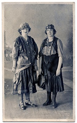 Old Fashioned Photo 2 Ladies In Gypsy Costumes The