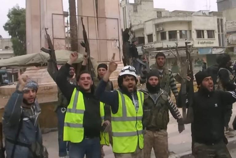 Cascos blancos Idlib pistolas