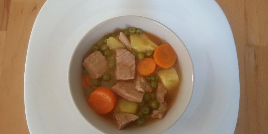 кувати месо заједно са грашком и шаргарепом