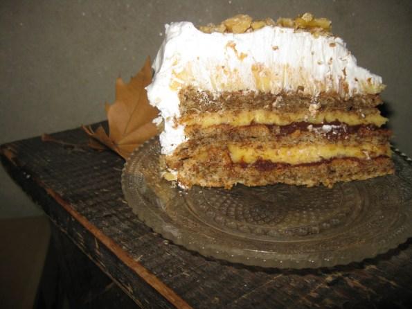 И на крају сам морала да вам покажем како изгледа пресек торте. Парче није репрезентативно јер је последње, али нема везе свакако мами да се поједе.  :)  Па пријатно вам било!!!
