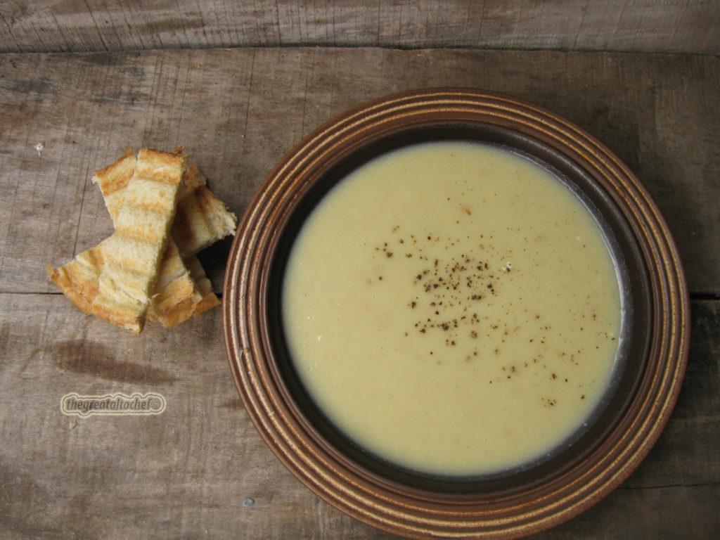 Иранска чорба од три врсте брашна и јогурта